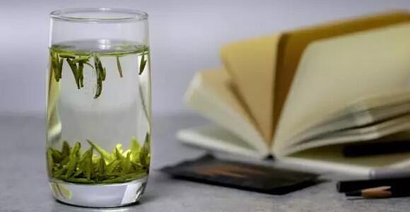 任性的天气不如来上一杯绿茶